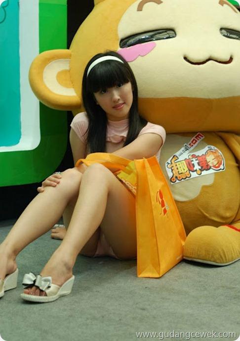 Foto SPG China Memakai Celana Transparan || gudangcewek.com