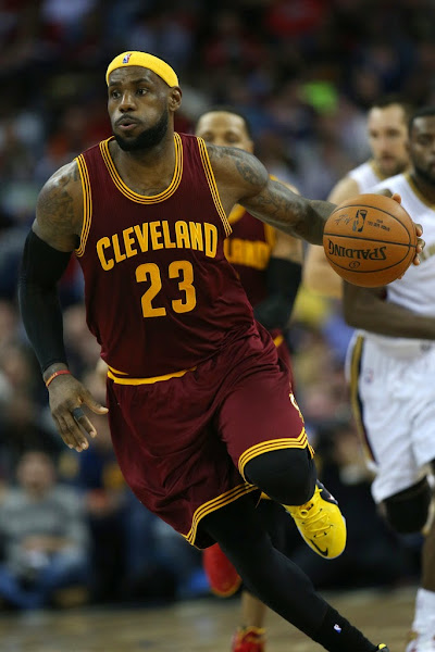 LeBron James Drives a Taxi Styled LeBron 12 vs Pelicans