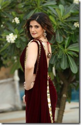 zarine_khan_cute_photo