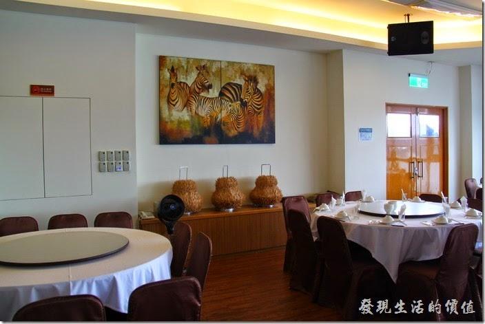 南投日月潭-映涵飯店景觀餐廳。南投日月潭-映涵飯店星空景觀餐廳的內部裝潢。