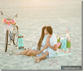 cute-couple-kiss-beach-bike-bicycle-sand