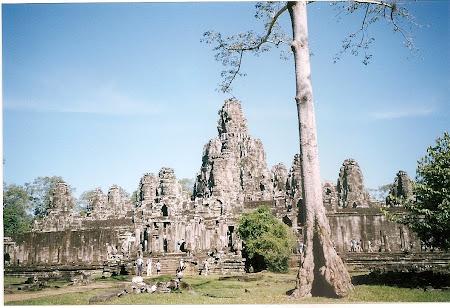 Angkor Wat travel:  visit Bayon
