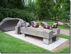2012.06.05-056 sculptures dans le jardin Lecoq