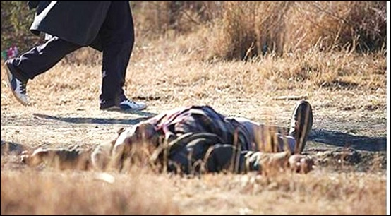 LONMIN MAN IN KHAKI LEFT BY SIDE OF ROAD ANIMAL SKULL ON CHEST PROTESTS TUES AUG 14 2012 EWN NEWS VIDEO