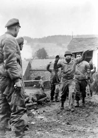 Bundesarchiv_Bild_183-J28619,_Ardennenoffensive,_gefangene_Amerikaner