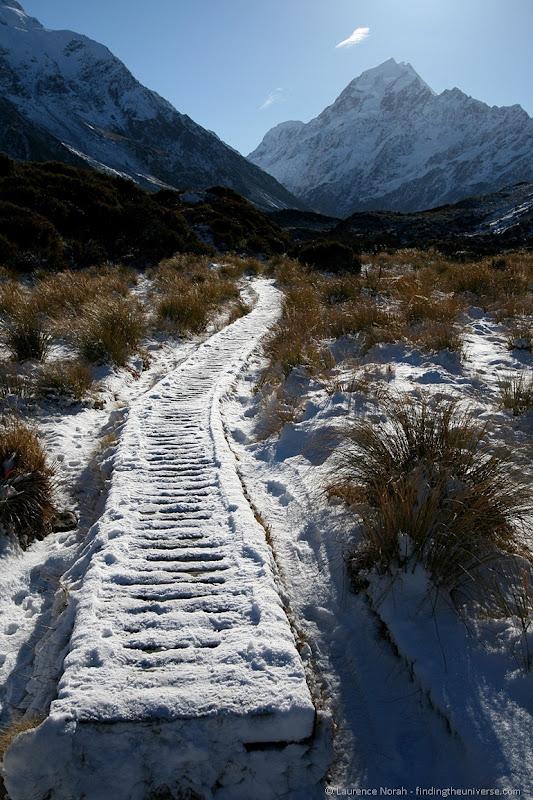 Schneebedeckter Pfad zu Mount Cook