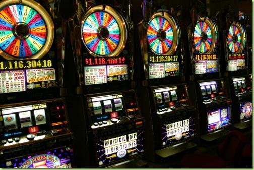 800px-Vegas_slots