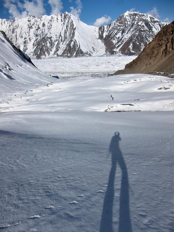 Peak Diki in departare, si o tura de aclimatizare pe un ghetar ce urca la 4800 de metri.