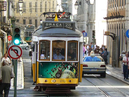 02. Tramvaiul 28 - tramvaiul istoric din Lisabona.JPG