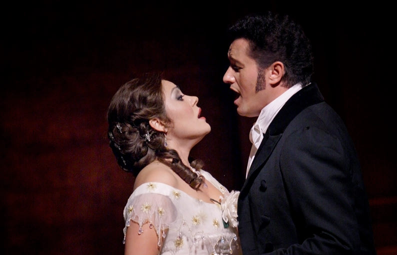 Ailyn Pérez as Violetta and Piotr Beczala as Alfredo in La traviata at Royal Opera House in London
