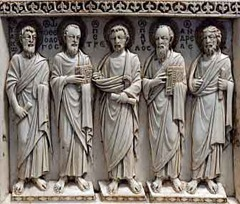 Louvre-Apostles1phlow