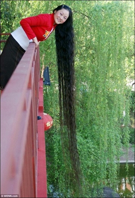 The Worlds Longest Documented Hair Belongs To Xie Qiuping From China At 5627 M 18 Ft 554 In When Measured On May 8 2004 She Has Been Growing Her