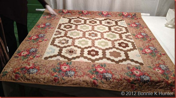 Quiltville's Quips & Snips!!: Hexagon Mosaic, 1830 : finishing a hexagon quilt - Adamdwight.com
