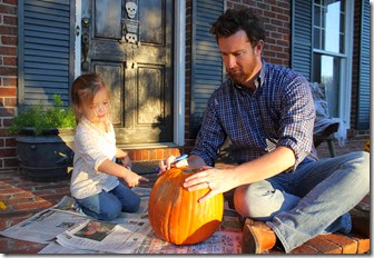 Zoey & Daddy carving pumpkin2