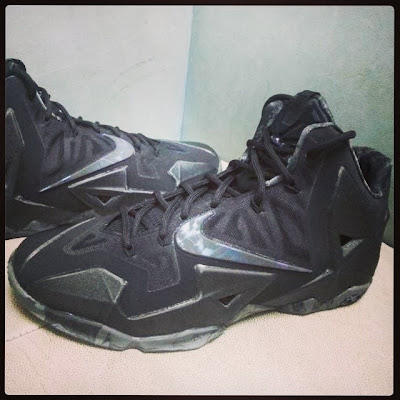 nike lebron 11 gr triple black 1 03 New Nike LeBron 11 Triple Black with Camo Details