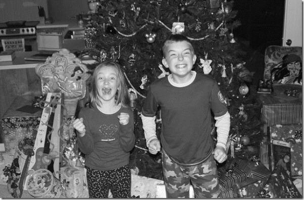 happy-kids-christmas-morning-19