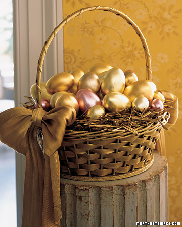 This is such an elegant way to celebrate Easter. (marthastewart.com)
