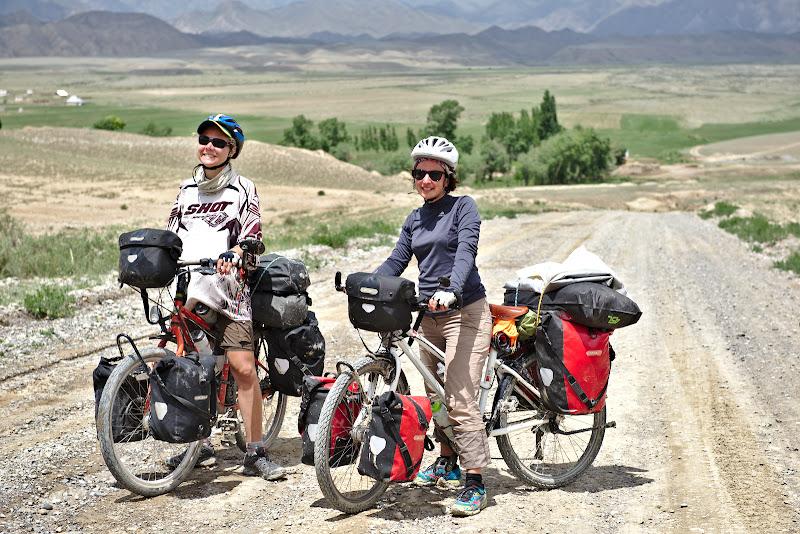 Primele calatoare intalnite pe bicicleta, pedaland inapoi spre Franta.