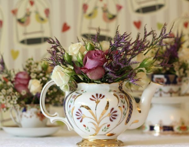 tea-pot-with-flowers-vintage-wedding-flowers