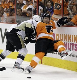 Pittsburgh-Penguins-Chris Kunitz, left-knocks-Philadelphia-Flyers-Kimmo-Timonen