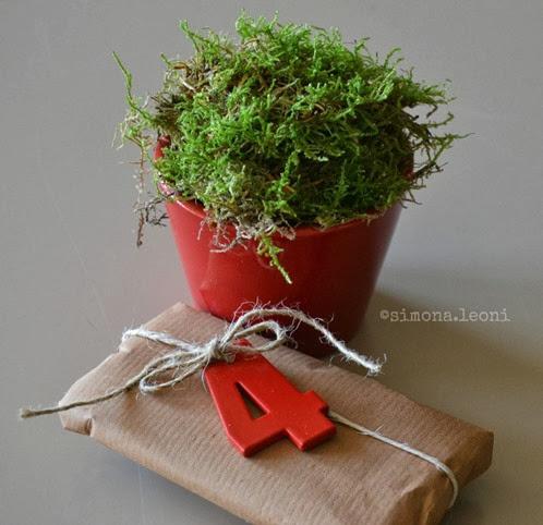 Pacchetto-natalizio-con-chiudipacco-in-metallo-civico58-simona-elle