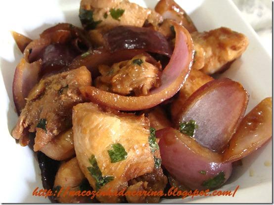 frango-com-cebola-roxa-01