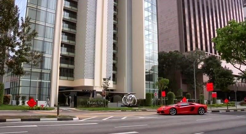 أغنياء سنغافورة يركنون سياراتهم الخارقة في غرف الجلوس hamilton-scott-7%2