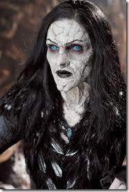 Un maquillaje de bruja que en la pelicula fue bastante criticado, pero ahí está, exagerado para un disfraz de halloween