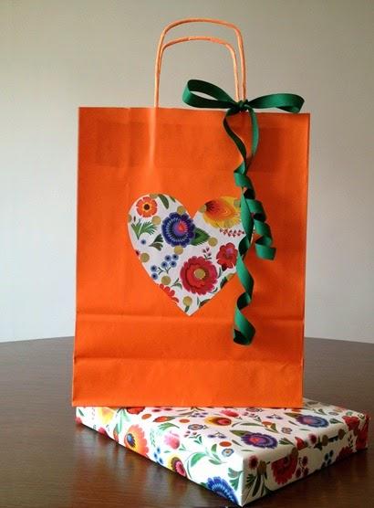 bolsa y regalo