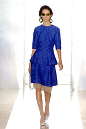 MARNI-SPRING-2012-RTW-PODIUM-016_runway