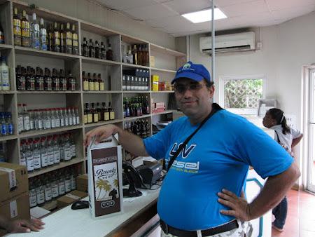 20. cumparand rom St. Lucia.jpg