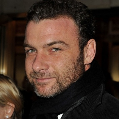 Liev schreiber getting close to angelina jolie1