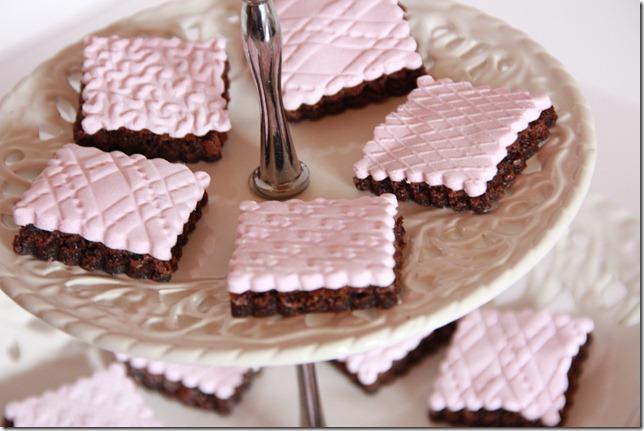 IMG_5737_rosa_brownies_marsipan_browniebiter