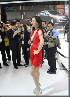 Gan-Lulu-large-scale-bare-at-2012-Beijing-Auto-Show-02_thumb
