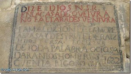 Aibar - Iglesia de San Pedro - Inscripción de la portada