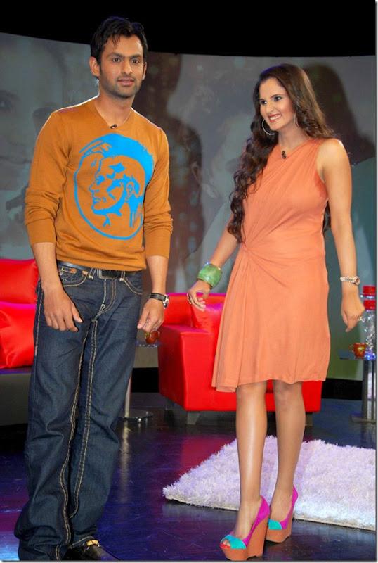 """Shoaib Malik and Sania Mirza on Raveena's show """"Isi ka Naam Zindagi Hai""""i-5"""