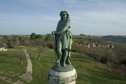 Estatua de Vercingetorix, a la entrada del sitio romano de Alesia
