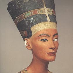 54 - Busto de la reina Nefertiti, esposa de Amenofis IV