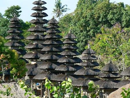 03. Mengwi temple.JPG