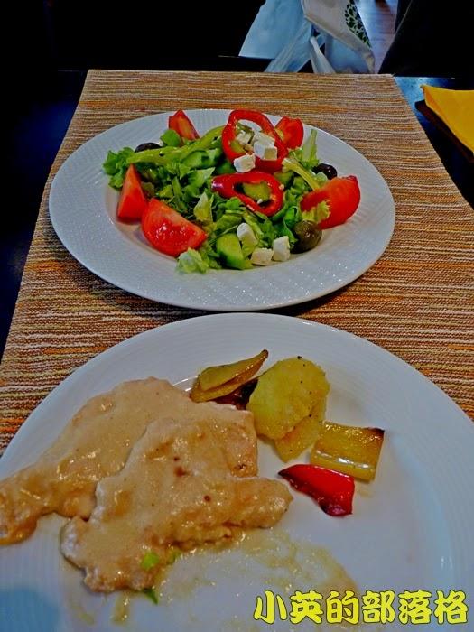 1005-2阿爾巴尼亞午餐的餐廳~生菜沙拉.JPG