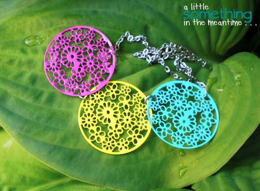 Neon Necklace Hosta WM