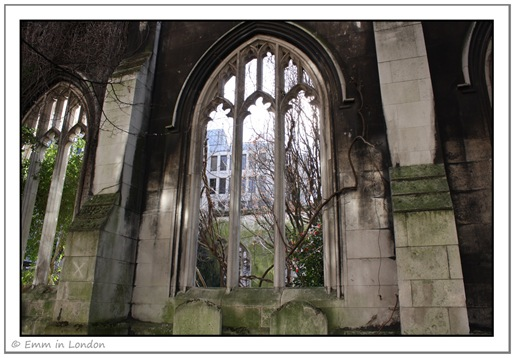 Looking into St Dunstan in the East from the outside