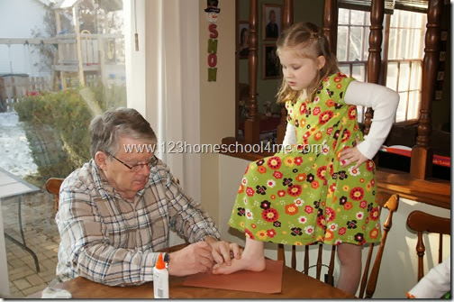 pumpkin seed turkey craft for preschool and kindergarten