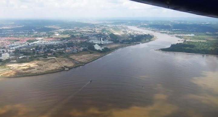 飛行機から見たBintulu市街 / The city of Bintulu