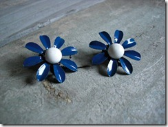 blue daisy jewelry