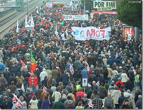 foto manif.15 Dez.Milhares pedem que presidente cumpra a Constituio.Dez 2012