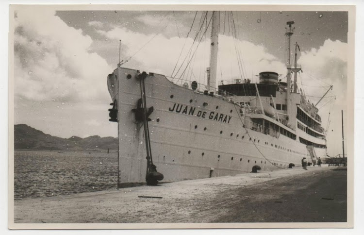 El JUAN DE GARAY atracado. Colección Arturo Paniagua.jpg