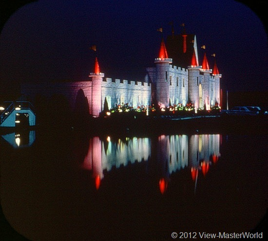 View-Master Dutch Wonderland (A634), Scene 21: The Night Splendor of Dutch Wonderland