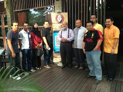 blogger bergambar dengan chef jo di Majlis Pelancaran Applikasi Android Chef Jo.jpg