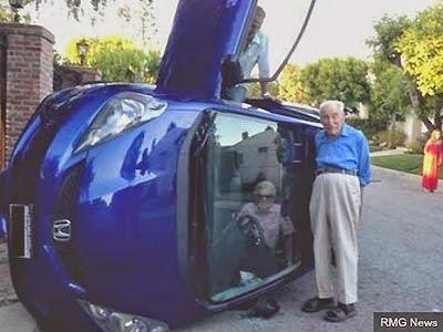 Foto dopo incidente auto anziani (Usa)